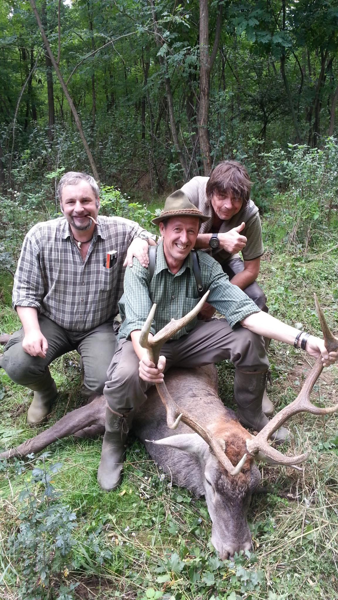 Karl mit seinem Hirsch in Ungarn
