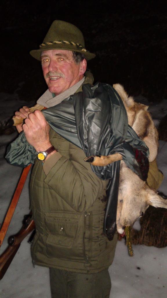 Bettschar Günther nach erfolgreicher Jagd